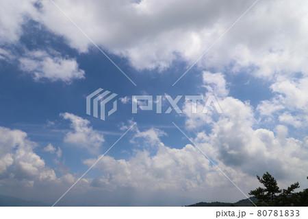 伊香保温泉高根展望台から望む青空 80781833