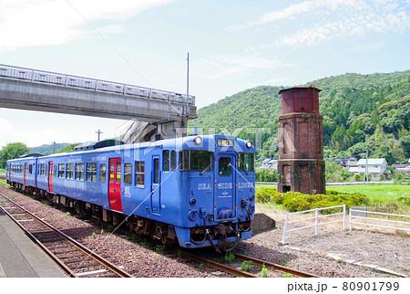 キハ66キハ67と厳木駅の給水塔 80901799