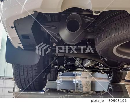 ランドクルーザー300 マフラー トレーリングリンク車軸式リヤサスペンション 80903191