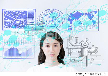 未来をイメージする若い女性のバストアップのポートレート 撮影協力:中央工学校付属日本語学校 80957196