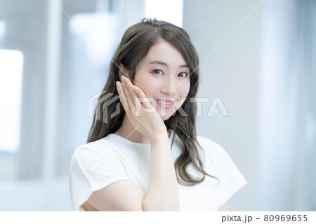 若い女性のビューティーイメージ 撮影協力:中央工学校付属日本語学校 80969655