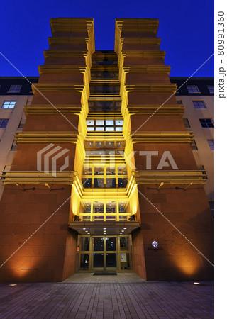 福岡県門司港レトロ地区のプレミアホテルの夜景 80991360