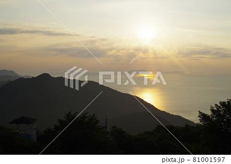 展望台から眺めた瀬戸内海の旭の景色 81001597