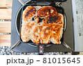 【家キャンプ】ホットサンドフライパンで作る両面パリパリ餃子 81015645