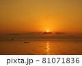 有明海の夜明けの風景 81071836