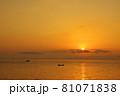 有明海の夜明けの風景 81071838