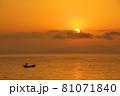 有明海の夜明けの風景 81071840