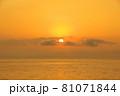 有明海の夜明けの風景 81071844