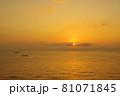 有明海の夜明けの風景 81071845