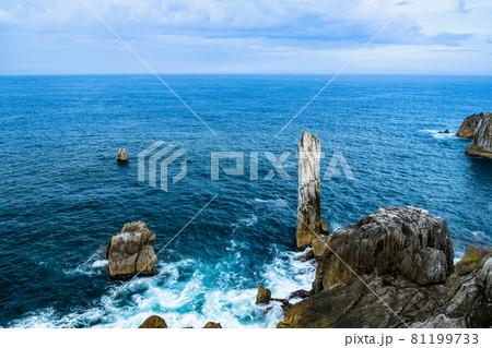 三陸復興国立公園にある唐桑半島の巨釜半造の折石 81199733