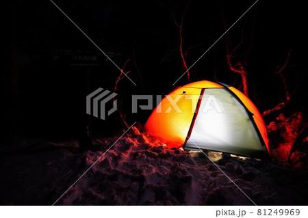 冬の空木岳池山尾根のヨナ沢の頭に張られたテント 81249969