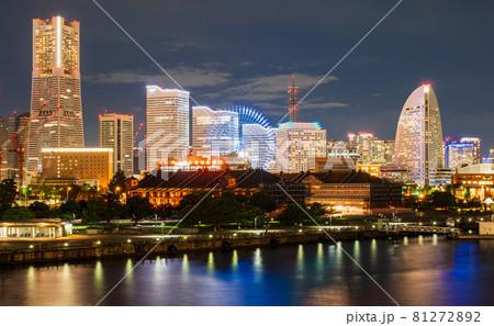 横浜ナイトビュー 赤レンガ倉庫とみなとみらい 81272892