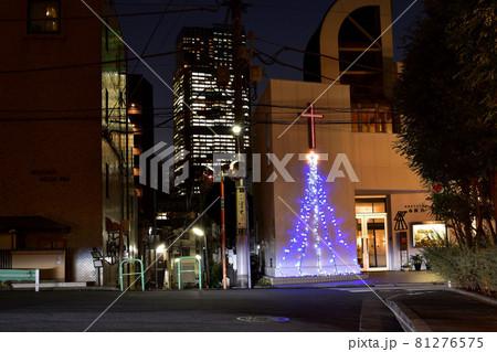 赤坂教会のクリスマスイルミネーションと東京ミッドタウンの夜景 81276575