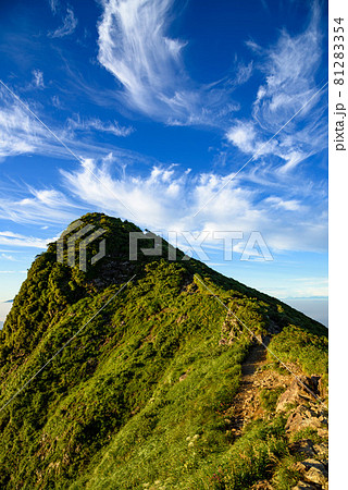 快晴の空と谷川岳トマの耳・日本百名山 81283354