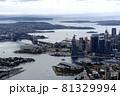 シドニー空港に着陸直前に見えるオーストラリアシドニー湾の風景 81329994