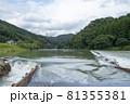 川に設置されたヤナ 81355381