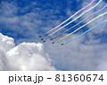 5色のカラースモークを出して飛行する展示飛行する航空自衛隊アクロバットチーム ブルーインパルス 81360674