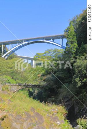 三つの橋が同時に見える高千穂峡の風景 81361160