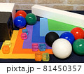 白黒_色_形_配置のランダムな幾何形体009 81450357