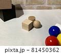 白黒_色_形_配置のランダムな幾何形体001 81450362