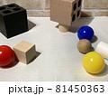 白黒_色_形_配置のランダムな幾何形体002 81450363
