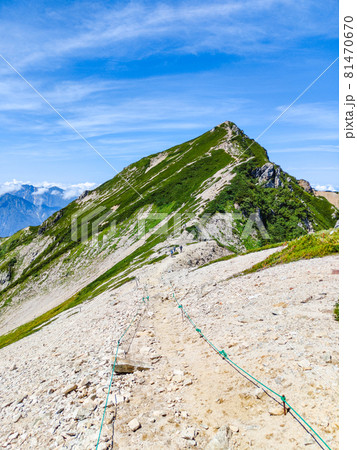 夏の唐松岳登山:唐松岳頂上山荘~唐松岳山頂 81470670