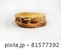 白背景の菓子パン 81577392