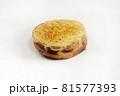 白背景の菓子パン 81577393