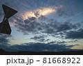 夏の夕暮れの空と雲 81668922