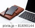 ビジネスイメージ パソコンとスマホ 81690144