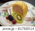ケーキとフルーツの盛合せデザート 81768514