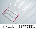 プラスチック製使い捨てスプーンとストロー 81777551