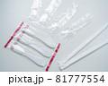 プラスチック製使い捨てスプーンとストロー 81777554