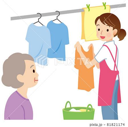 洗濯物を干すヘルパー 訪問介護 81821174