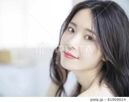 女性ポートレート 美容イメージ 81909024