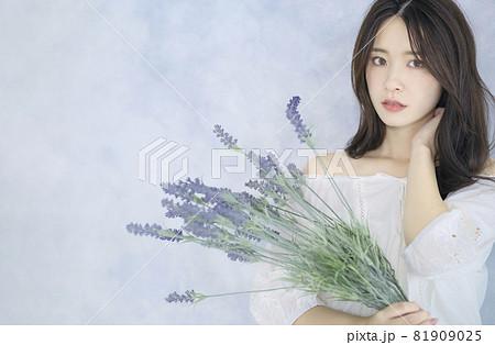 女性ポートレート 美容イメージ 81909025