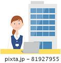 案内する20代受付女性とオフィスビル 81927955