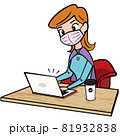 アメコミ カフェでリモートワークする女性 81932838