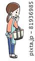 お買い物する中年の女性のイラスト 81936985