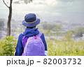 登頂、トレッキングイメージ 小学生女の子 82003732