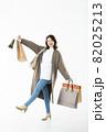 若い女性 買い物 バーゲン セール 白バック 82025213