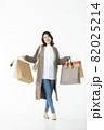 若い女性 買い物 バーゲン セール 白バック 82025214