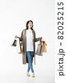若い女性 買い物 バーゲン セール 白バック 82025215