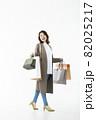 若い女性 買い物 バーゲン セール 白バック 82025217