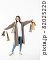 若い女性 買い物 バーゲン セール 白バック 82025220
