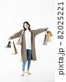若い女性 買い物 バーゲン セール 白バック 82025221