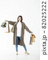 若い女性 買い物 バーゲン セール 白バック 82025222