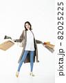 若い女性 買い物 バーゲン セール 白バック 82025225