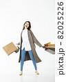 若い女性 買い物 バーゲン セール 白バック 82025226