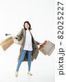 若い女性 買い物 バーゲン セール 白バック 82025227